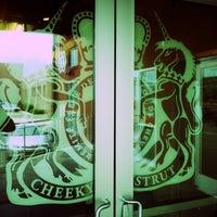 5/26/2012 tarihinde Richard A.ziyaretçi tarafından Cheeky Strut'de çekilen fotoğraf
