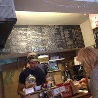 Foto tomada en Piccolo Cafe por Lang Y. el 8/12/2012