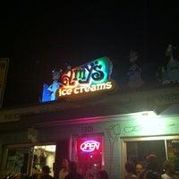 8/16/2012 tarihinde Janette D.ziyaretçi tarafından Amy's Ice Creams'de çekilen fotoğraf