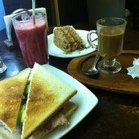 Foto tomada en Coffee & Choc por Daniela P. el 8/5/2012