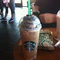 Foto tirada no(a) Starbucks por TRACY P. em 5/8/2012