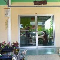 รูปภาพถ่ายที่ ไส้กรอกหมูรมควัน บ้านวงเดือน โดย Anurun K. เมื่อ 4/26/2012