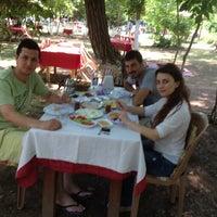 7/11/2012 tarihinde Fatih C.ziyaretçi tarafından Yeşil Çiftlik Restaurant'de çekilen fotoğraf
