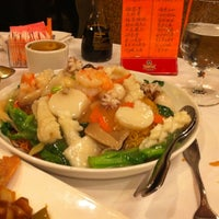 Photo taken at Qin Dynasty Seafood Restuarant by Daniel E. on 2/21/2011