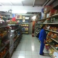 Photo taken at Comercial Gourmet Orientales - mercado chino by Horacio C. on 7/31/2011