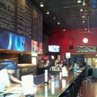 9/17/2011 tarihinde Mike D.ziyaretçi tarafından Serious Pizza'de çekilen fotoğraf