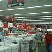 Foto diambil di MediaMarkt oleh Gema L. pada 7/19/2012
