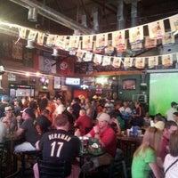 รูปภาพถ่ายที่ Lucky's Pub โดย edith c. เมื่อ 4/6/2012