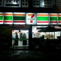 Photo taken at 세븐일레븐 (7ELEVEN) 133동 앞 by Yonghui O. on 9/24/2011