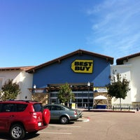 Photo taken at Best Buy by Munitio on 10/29/2011