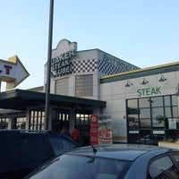 Photo taken at Quaker Steak & Lube by Jorge R. on 5/25/2012