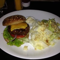 Foto tirada no(a) Three Burgers por Fabiano F. em 8/31/2012