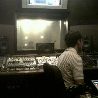 Photo taken at DBS Studio ห้องอ้ดเสียงตรงเหม่งจ๋าย by PATTRAPORN S. on 1/13/2012