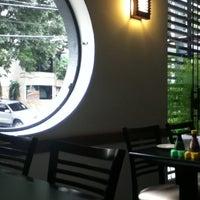 Foto tirada no(a) Yukusue Sushi por camila l. em 9/11/2011