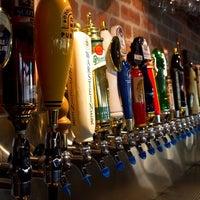 Foto scattata a World of Beer da Heather M. il 5/22/2012