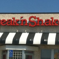 Photo taken at Steak 'n Shake by Erin K. on 7/23/2011