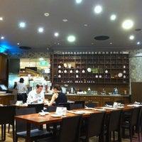 Photo taken at Luk Yu Tea House 陸羽茶樓 by Jac on 5/17/2012