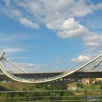 Foto tirada no(a) A Ponte do Milenio por Noelia D. em 8/23/2012
