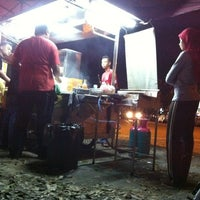 Photo taken at Syidie Burger & Hotdog by Saffuan J. on 2/10/2012