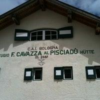 Photo taken at Rif. Franco Cavazza al Pisciadù / Pisciadùhütte by Kim P. on 7/25/2012