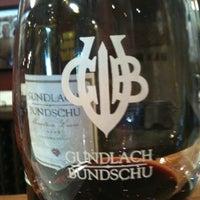Foto tirada no(a) Gundlach Bundschu Winery por Emily L. em 2/12/2012