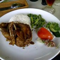 Photo taken at Bebek Tepi Sawah Restaurant & Villas by Regina F. on 8/29/2012
