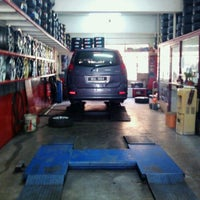 Photo taken at Bridgestone Ypl Auto Service by Zainul E. on 11/3/2011