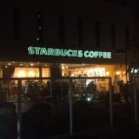 Foto tirada no(a) Starbucks por Humberto M. em 7/22/2012
