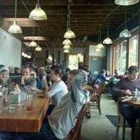 10/30/2011 tarihinde Gene K.ziyaretçi tarafından Podnah's Pit BBQ'de çekilen fotoğraf
