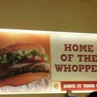 Das Foto wurde bei Burger King von Azuwan R. am 3/11/2012 aufgenommen