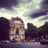 Photo prise au Place Saint-Michel par melissa w. le7/5/2012
