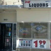 Foto tomada en East 28th Liquor por Julian S. el 8/30/2011