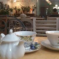 Photo taken at Café Botánico by Dany I. on 8/25/2012