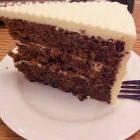 รูปภาพถ่ายที่ The Coffee Bean & Tea Leaf โดย Nura O. เมื่อ 12/22/2011