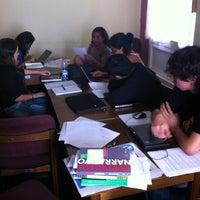 Foto tomada en Escuela de Periodismo por Percy P. el 4/23/2012