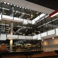 Foto tomada en Biblioteca Nicanor Parra por Francisco M. el 4/23/2012