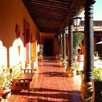 Photo taken at Posada Diego de Mazariegos by Rodrigo Alberto P. on 3/12/2011