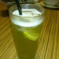 Photo taken at Kensaku Japanese Restaurant by Alistair on 6/19/2011