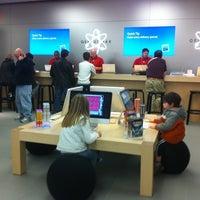 Foto scattata a Apple Haywood Mall da Mike B. il 12/22/2010