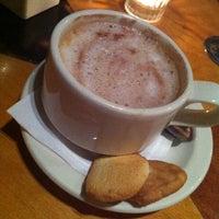 Foto tirada no(a) Empire Cafe por Nick C. em 11/6/2011