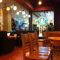 Photo taken at Starbucks by Miimo L. on 5/25/2012