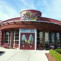 Photo taken at Red Robin Gourmet Burgers by Jeffrey H. on 6/13/2012