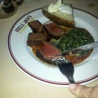รูปภาพถ่ายที่ Uncle Jack's Steakhouse โดย Pawel L. เมื่อ 3/12/2012