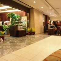 Photo taken at Hotel Metropolitan Edmont by Miyuki E. on 1/28/2012