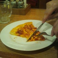 Photo taken at Pizza Hut by Cris R. on 1/20/2012