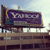 Photo taken at Yahoo! Sign by Steve R. on 12/7/2011