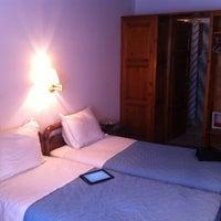 Photo prise au Poseidon Hotel & Suites par Charbel E. le8/13/2011