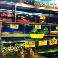 Photo taken at Pantai Seafood 水上人家 by Andy M. on 5/1/2011