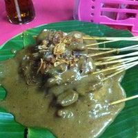 10/19/2011 tarihinde Maxie N.ziyaretçi tarafından Sate Padang Ajo Ramon'de çekilen fotoğraf