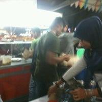 Photo taken at Nasi Goreng Iskandar by ────── єяяоя ────── on 7/1/2012
